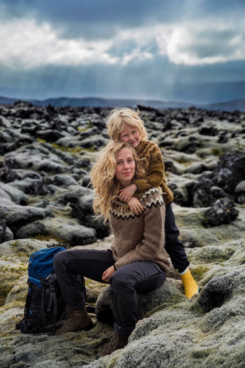 Photographer-Celebrates-the-Unique-Bond-Between-Mother-and-Child-13
